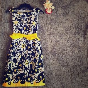 Gorgeous floral 🌻 spring/ summer fitted dress